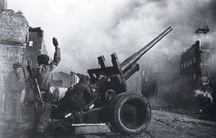 Артиллерийская подготовка. Данциг, 1945 год.