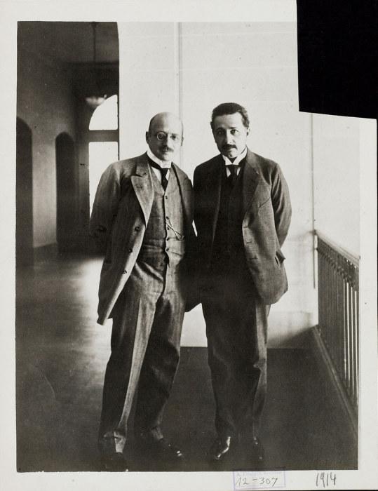 Альберт Эйнштейн с нобелевским лауреатом по химии Фрицем Габером.