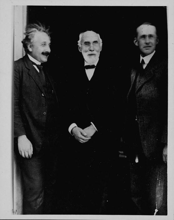 Британский ученый Артур Эддингтон и Альберт Эйнштейн.