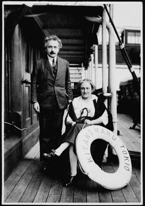 Эйнштейн и его вторая жена Эльза.