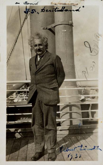 Альберт Эйнштейн незадолго до прибытия в Америку из нацистской Германии в 1933 году.