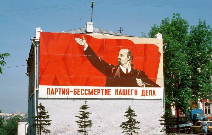 Плакат в городе Владимир в 1985 году.