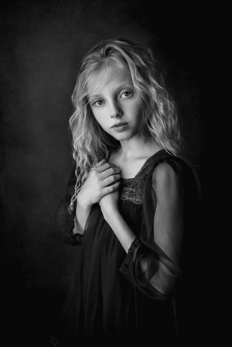 Портретный снимок девочки. Автор фото: Ева Михе.