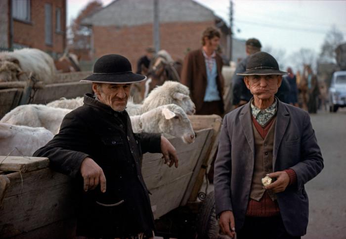 Торговцы направляются на рынок в городе Новы-Тарг, 1976 год.