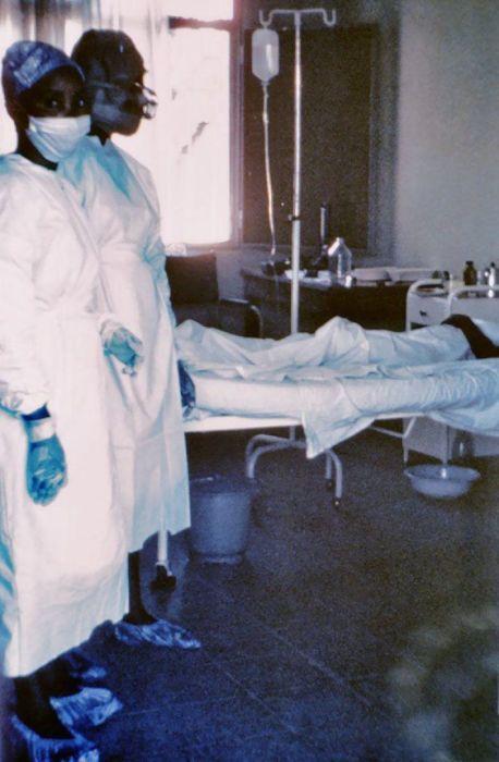 Фотография, сделанная во время вспышки лихорадки Эбола в 1976 году.