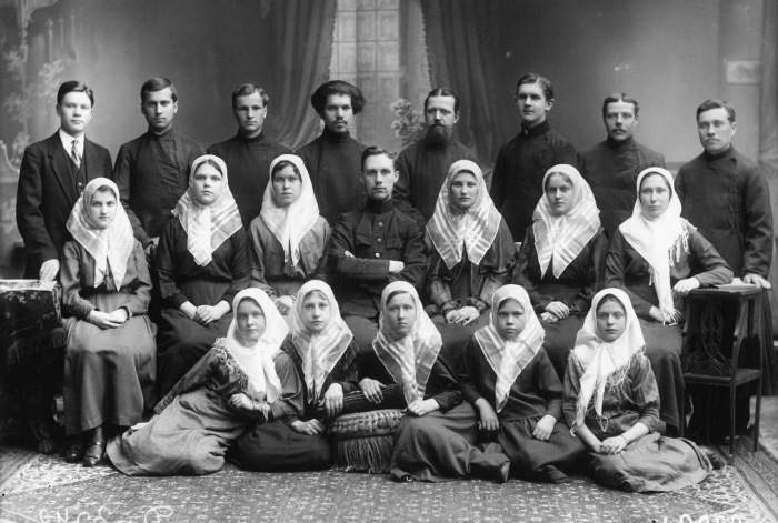 Группа участников старообрядческого хора.