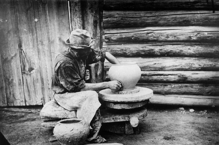 Кустарь-горшечник из села Атамановское, Красноярского уезда.