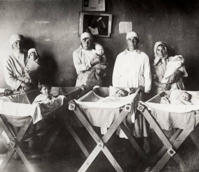 Медицинская помощь детям-сиротам Поволжья в 1922 году.