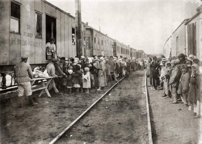Зарубежная помощь пострадавшим от массового голода. СССР, Поволжье, 1922 год.