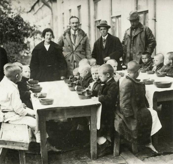 Содействие иностранных организаций в борьбе с массовым голодом. Россия, Поволжье, 1921 год.