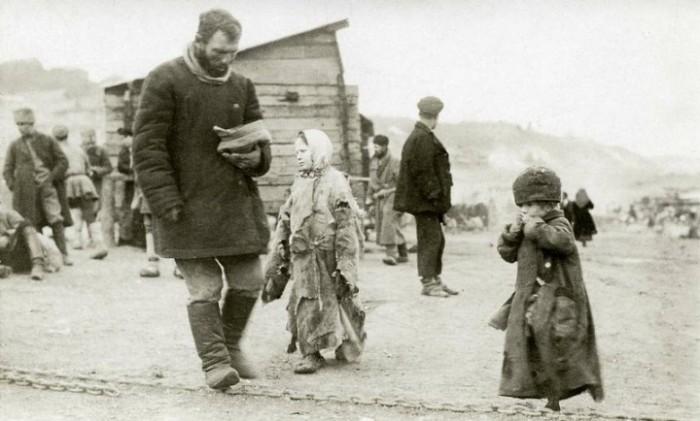 С 1921 года начало стремительно увеличиваться количество беспризорников.