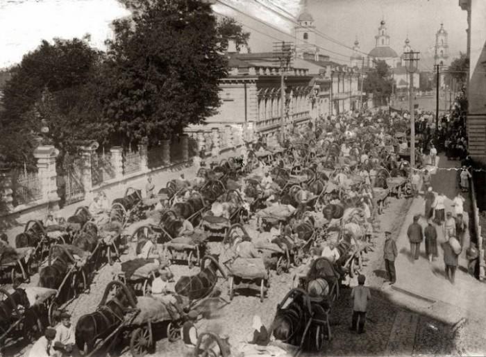 Во время борьбы с голодом большевики впервые приняли помощь от капиталистических стран.