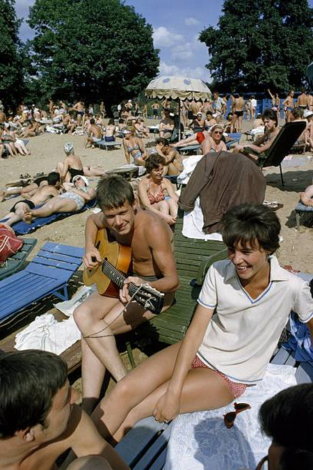 На пляже в Серебряном бору. СССР, Москва, Москва-река.