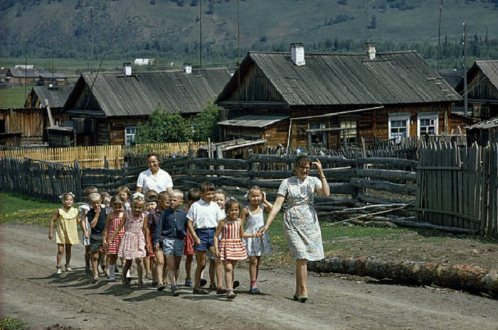 Фотограф побывал во всех 15 советских республиках, чтобы запечатлеть культуру и быт народов СССР.