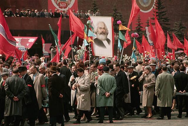 На первомайской демонстрации в Москве.