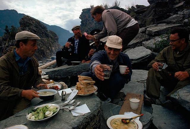После приезда на родину Дин часто вспоминал традиционное советское гостеприимство.