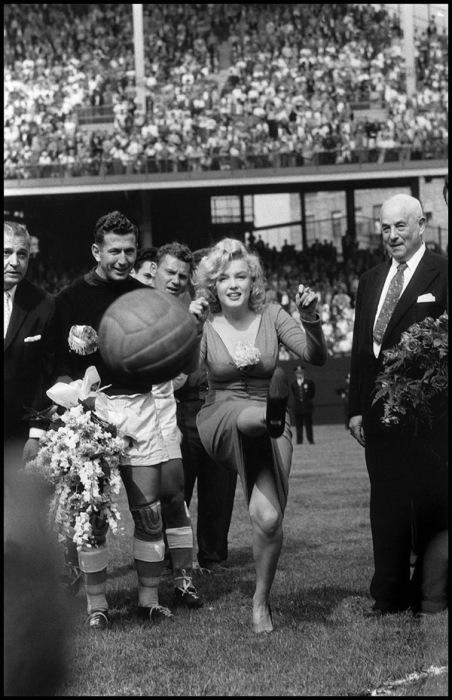Открытие футбольного матча. США, Нью-Йорк, 1959 год.