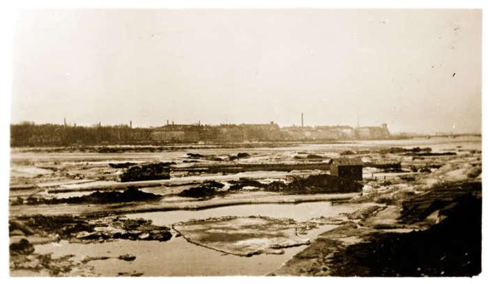 Река, протекающая по территории Петрограда и соединяющая Ладожское озеро с Невской губой Финского залива.