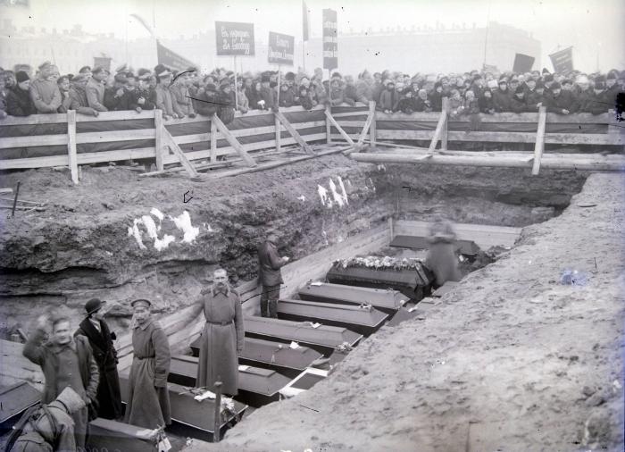 Похороны жертв Февральской революции, которые задумывались как грандиозная манифестаци.