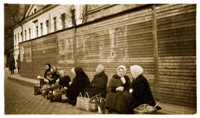 Уличная торговля в Петрограде в 1917 году.