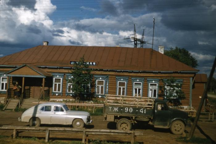 Колхоз вблизи крупнейшего сельскохозяйственного предприятия в Московской области.