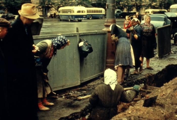 После войны женщины в СССР работали наравне с мужчинами.