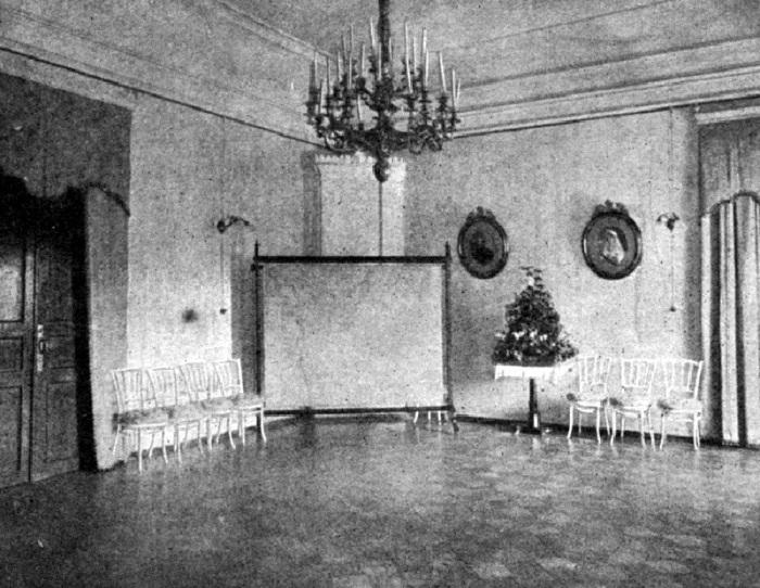 Зал для торжественных приемов в особняке бывшего губернатора. Россия, 1916 год.