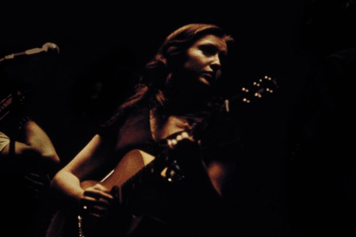 Бонни Рэйтт, 1974 год. Автор фотографии: Барри Шнайер.