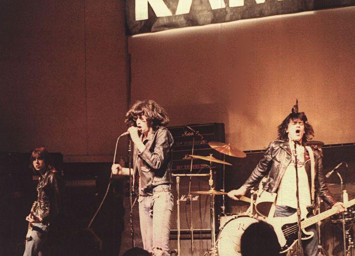 Джонни, Джоуи и Ди Ди Рамон, 1978 год. Автор фотографии: Дориан Бозе.