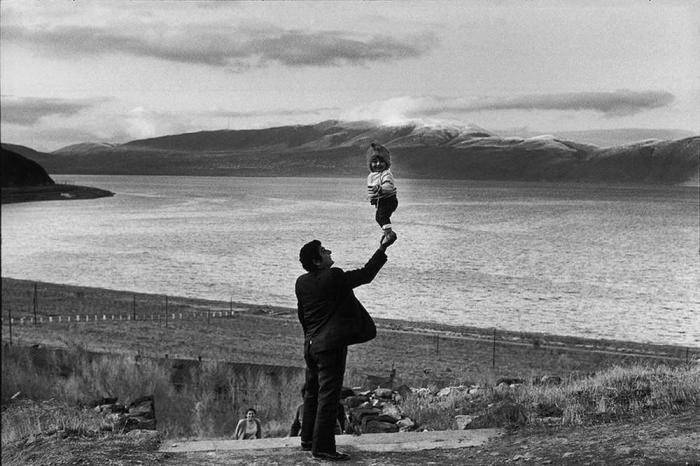 Гости в деревне на озере Севан. Армения, 1972 год.