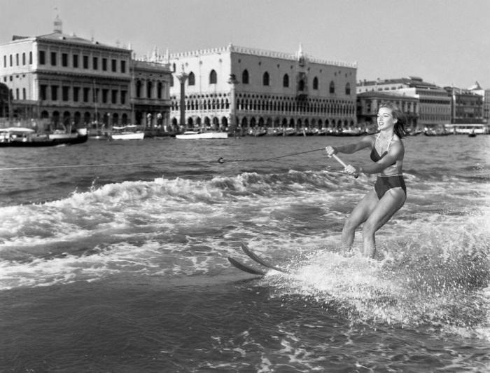 Редкая фотография, сделанная в Венеции в 50-х годах.