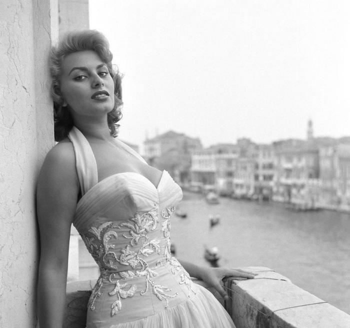 Выдающаяся итальянская актриса и певица.