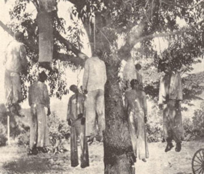 Католики повешенные мексиканскими революционерами во время Восстания Кристерос. Мексика, 1920-е годы.