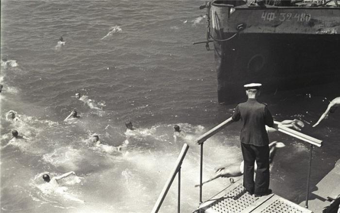 Матросы с линкора Севастополь. Черноморский военный флот. Севастополь, 1947 год.
