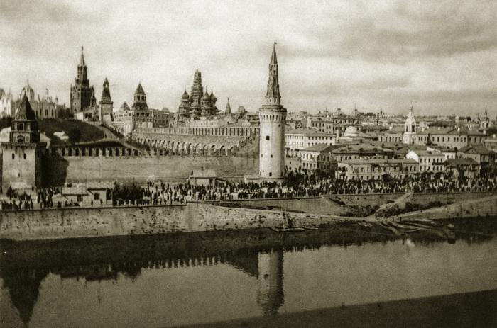 Панорама Кремля и угловой Беклемишевской башни.