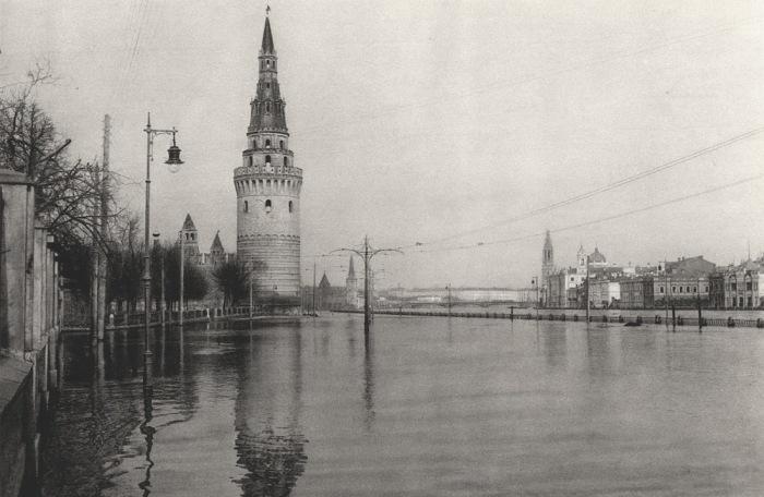 Наводнение, которое привело к серьёзным разрушениям.