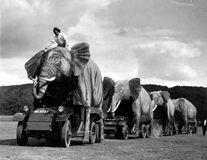 Маскировка английской военной техники под видом слонов.
