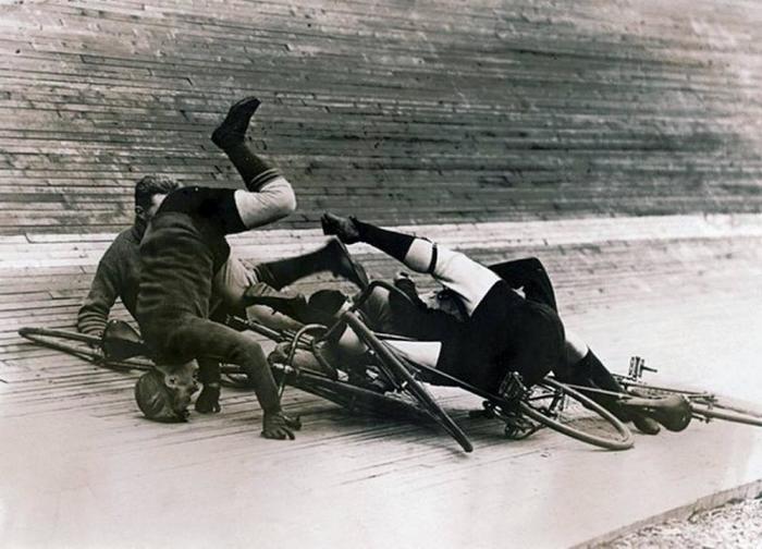 6-дневная велосипедная гонка на велотреке в Мэдисон-сквер. США, Нью-Йорк, 1913 год.