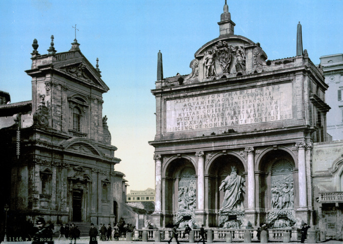 Монументальный фонтан, расположенный на Квиринальском холме в Риме.
