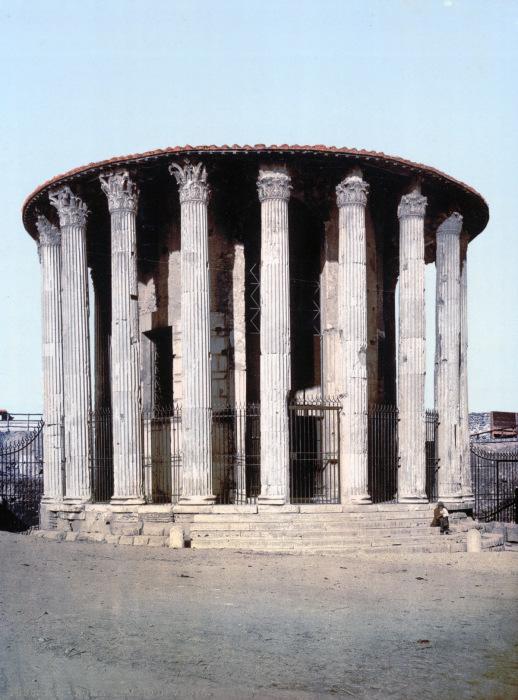 Руины античного храма.