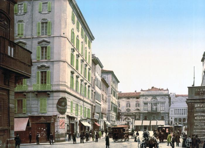 Уличная сцена в центре города.