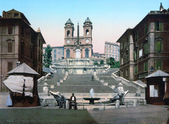Титулярная церковь Тринита-деи-Монти на вершине Испанской лестницы.