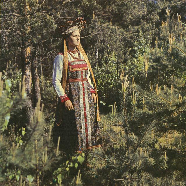 Свадебный костюм невесты. Шенкурский уезд, Архангельская губерния, 1979 год.