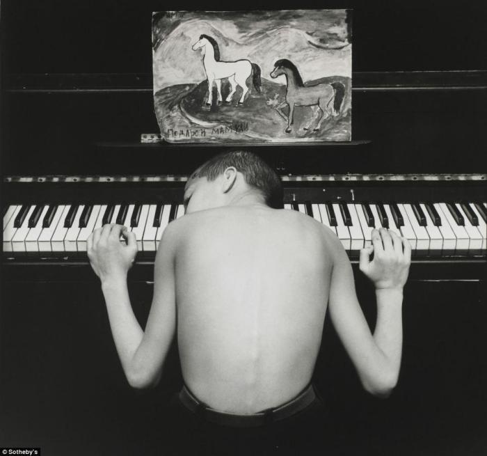 Этот снимок был продан в лоте с 7 другими работами автора за 5000 фунтов стерлингов.