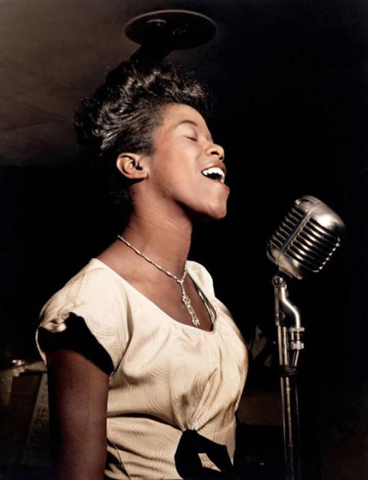 Афроамериканская джазовая певица в августе 1946 года.