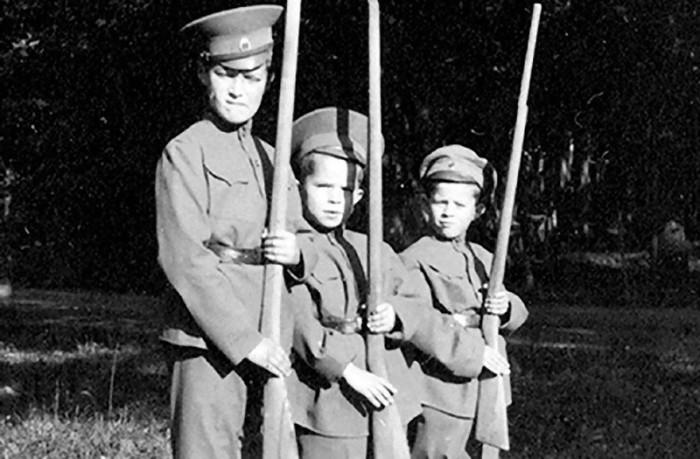 Семейная фотография царской семьи.