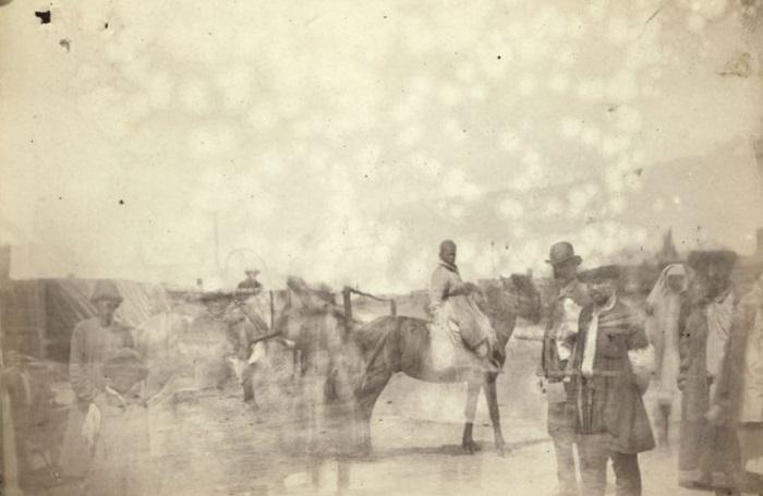 Местные жители в татарском ауле возле Семипалатинска. Казахстан, 1885 год.