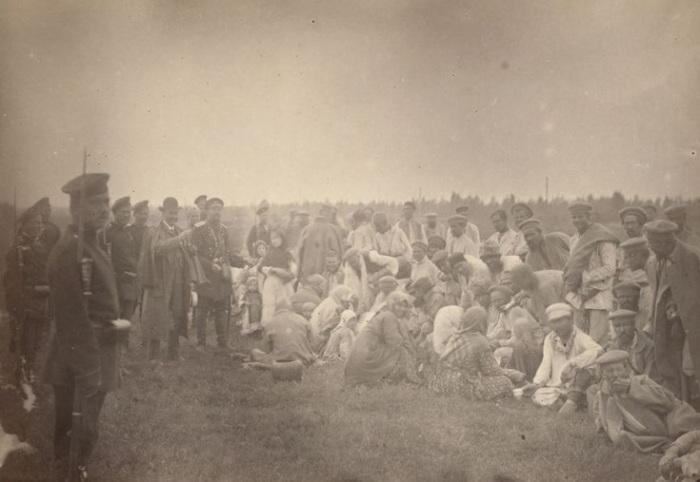 Каторжники, которым позволено общаться с местным населением.