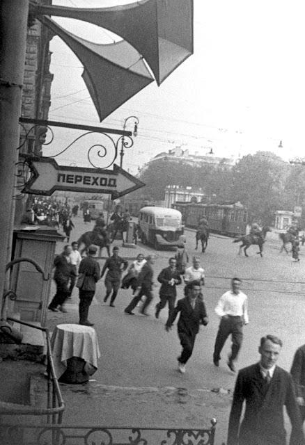Воздушная тревога в Ленинграде в первые дни войны.
