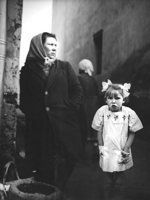 Уличная торговля на площади Павелецкого вокзала. СССР, Москва, 1963 год.